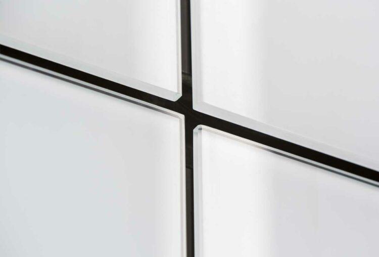 Ruim 1200m² van gelakt en gehard glas Lacobel T voor woonconcept Cadiz (Antwerpen), Antwerpen - Architectuurbureau en POLO Architects