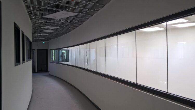 Parois en verre Pyrobel Vision Line (mur segmenté) pour le collège Bernardus à Oudenaarde  , Oudenaarde   - L&A ARCHITECTS-ENGINEERS